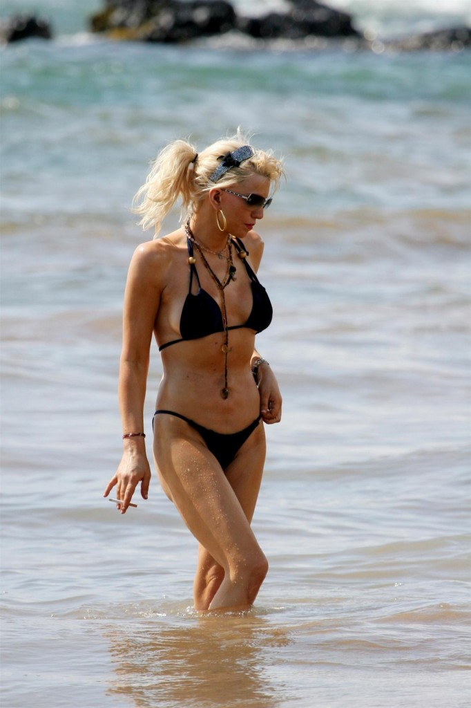 Courtney Love black bikini, singer