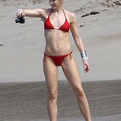 Gwen Stefani red bikini at beach