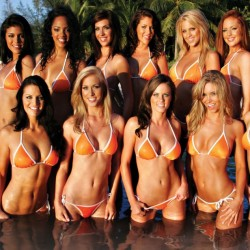 Hooters Girls Bikinis, girls together