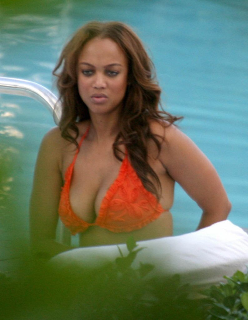 Tyra Banks orange bikini